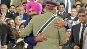 sidhu with pak army chief