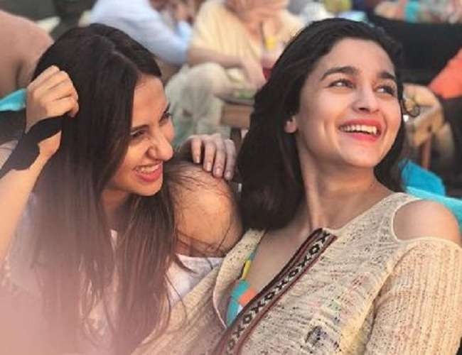 alia bhatt best friend akansha kapoor