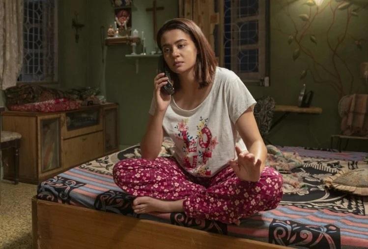 surveen chawla on phone call